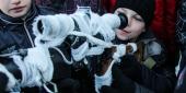 Фото с места события собственное. Детям за радость подержать настоящее оружие. Автор фото: Антон Балашов. 15 из 32