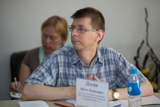 Зам. директора Школы региональных и м/н исследований ДВФУ Артем Лукин, Фото с места события собственное