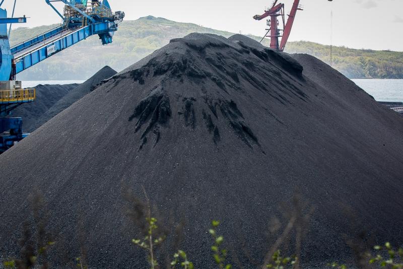 Перевалка угля в порту Посьет